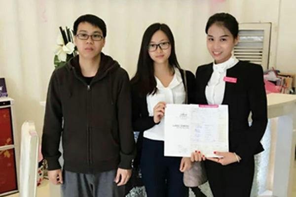 菲菲樟木头片区学员苏小婷现高薪任职巴黎经典部门主管
